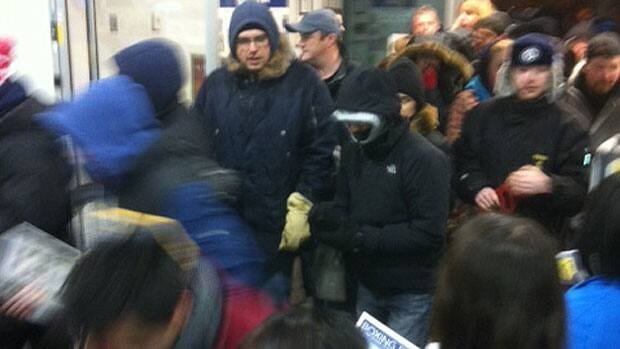 Shoppers rush through the doors at Best Buy on St. James Street in Winnipeg at 6 a.m.
