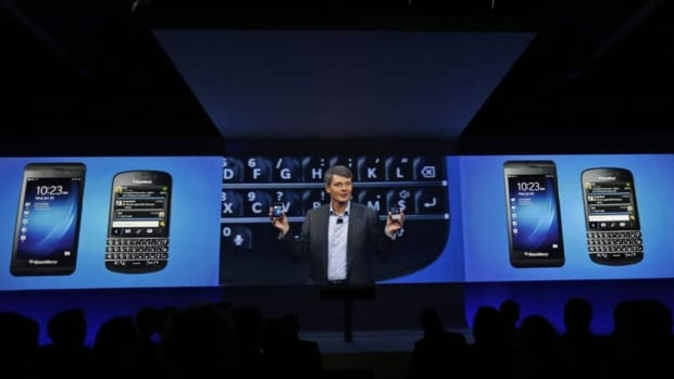 The first keyboard version of the new generation of BlackBerrys has gone on sale for the first time worldwide.