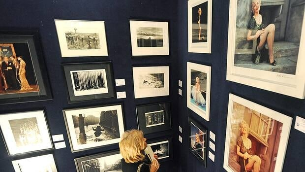 A bidder looks up at images of Marilyn Monroe and other celebrities prior to a Warsaw auction of work by the late photographer Milton H. Greene on Thursday.