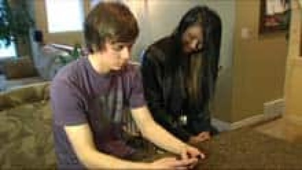 mi-bc-120413-teen-texting-2