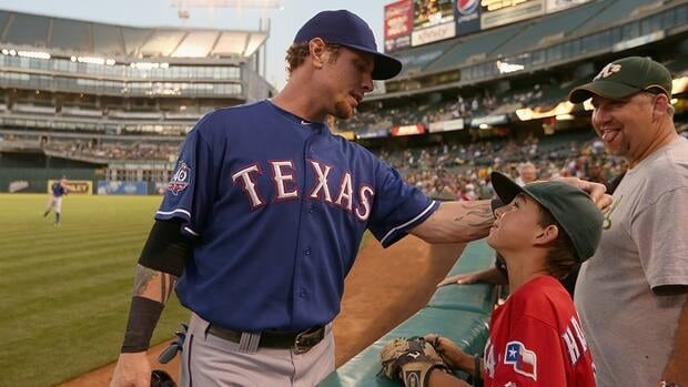 Josh Hamilton of the Texas Rangers remains a free agent despite consistent contact from the team's general manger.