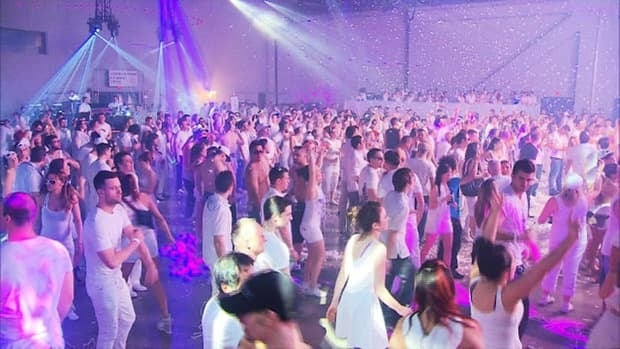 Bal en Blanc celebrated its 19th edition at Palais des congrès overnight.