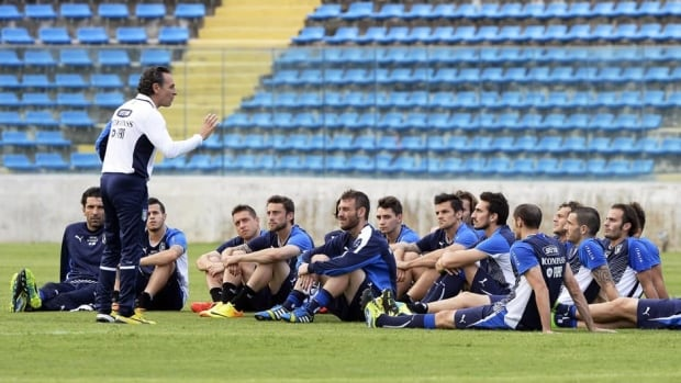 Italy head coach Cesare Prandelli speaks to players during a training session on June 24, 2013 in Fortaleza, Brazil.