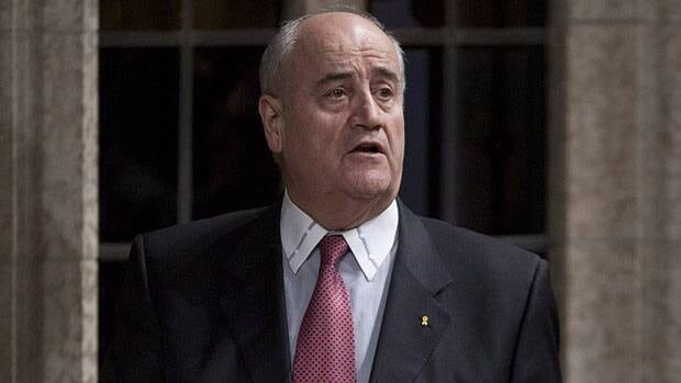 Julian Fantino will replace Bev Oda as minister of international co-operation, Prime Minister Stephen Harper announced Wednesday.