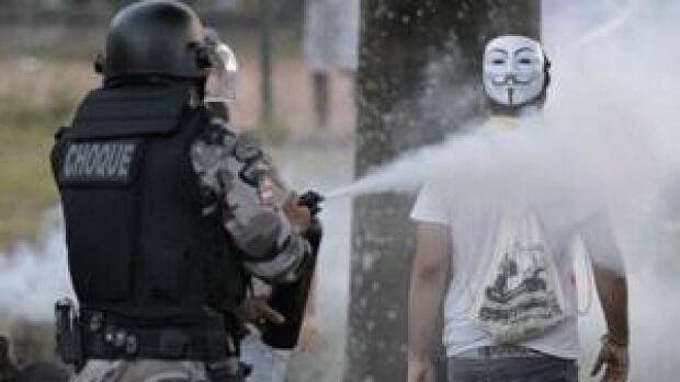 si-brazil-tear-gas