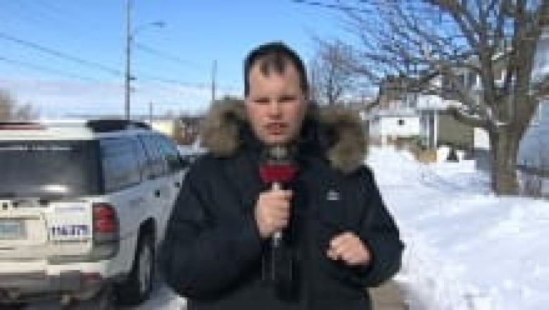 Frankie Macdonald Is An Amateur Weather Man With Big Numbers On Youtube
