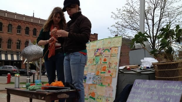 Katimavik volunteers use art to protest the federal government's decision to cut the program.