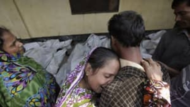 300-bangladesh-fire-rtr3auk