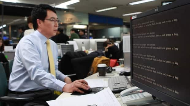Computer networks at major South Korean banks and top TV broadcasters crashed en masse Wednesday, paralyzing bank machines across the country and prompting speculation of a cyberattack by North Korea.
