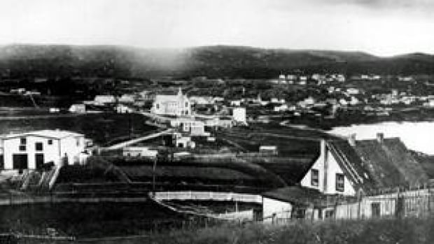 nl-pouch-cove-midcentury-bw