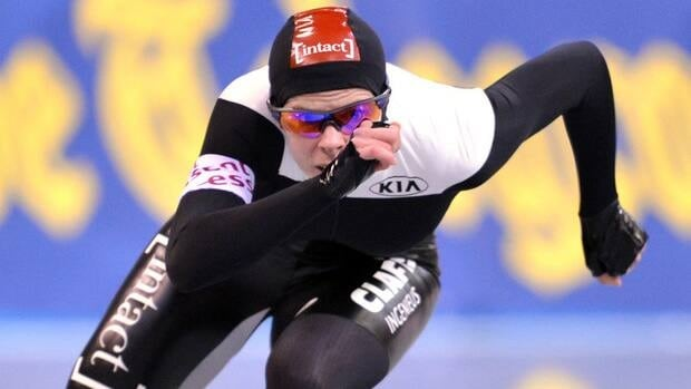 Christine Nesbitt of Canada won gold in the women's 1,000-metre speed skating final at a World Cup stop in Nagano, Japan on Sunday.