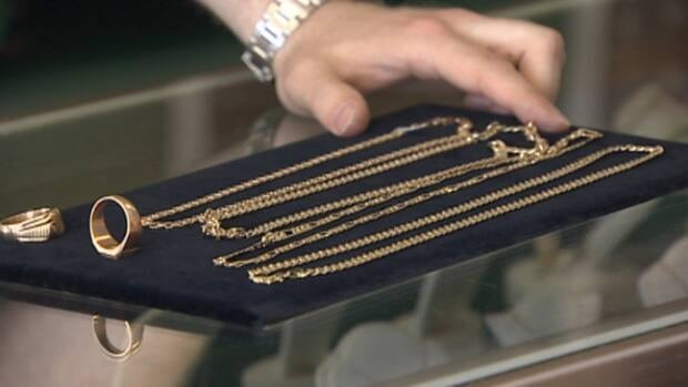 Local jeweller says he's seen dozens of Edmontonians tricked into buying similar fake gold items in the past little while.