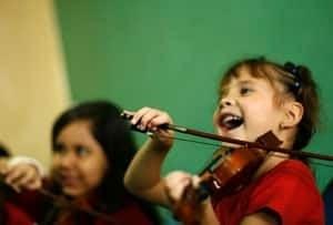 sm-300-girl-violin-rtx79p9