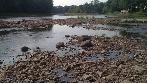 The soil along the bank of the Mille-Îles River was found to be too unstable to support a pipeline.