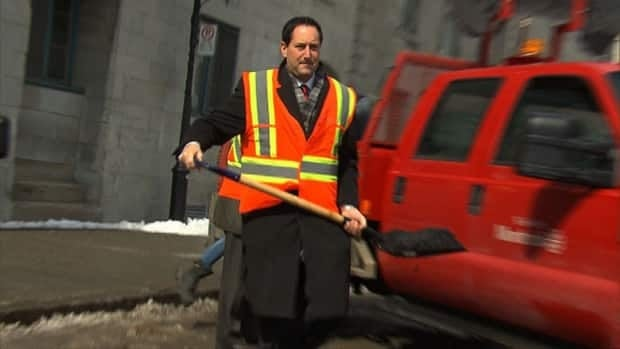 Mayor Michael Applebaum filled a pothole at a press conference held last Friday to announce the online poll.