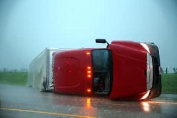 hi-tornado-truck-04515959