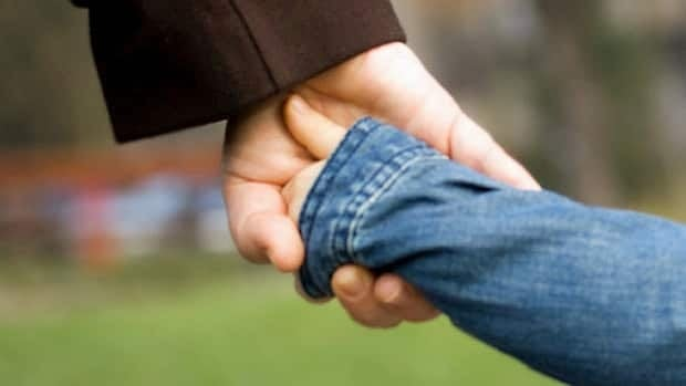 hi-istock-hold-hands-852-8col