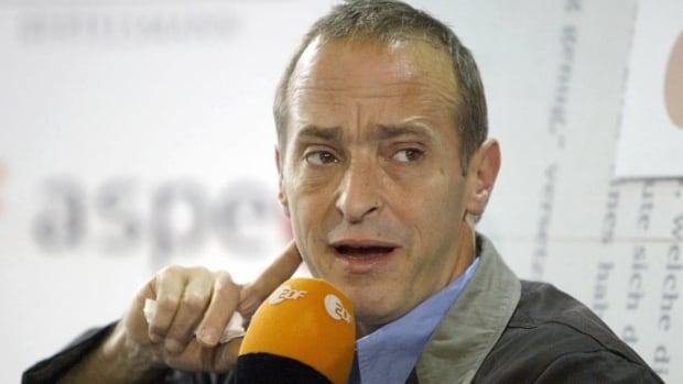 U.S. essayist and humorist David Sedaris, seen at the 2004 Frankfurt Book Fair, has released his latest book Let's Explore Diabetes with Owls.