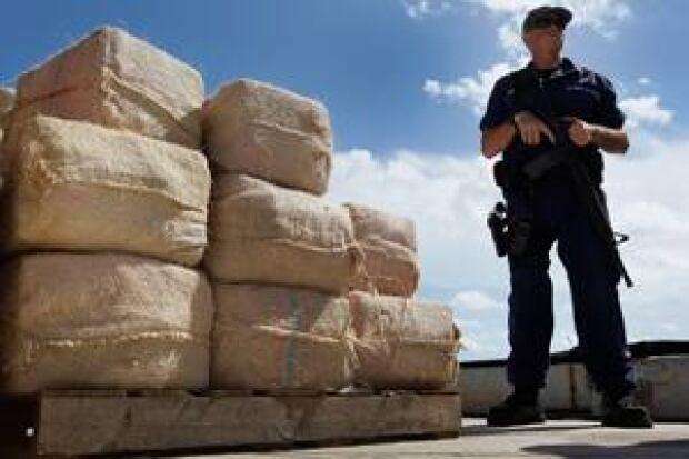 drug-officer-300