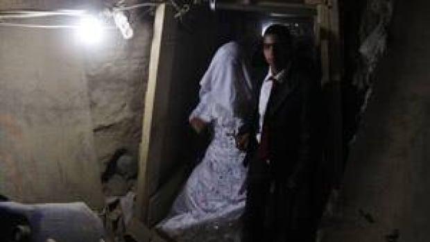 mi-gaza-tunnel-bride-rtr3fa