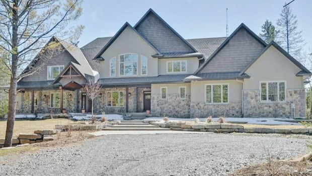 This home was built in 2010 for Mike Fisher of the Ottawa Senators and his wife, Carrie Underwood, but less than a year later Fisher was traded to the Nashville Predators.