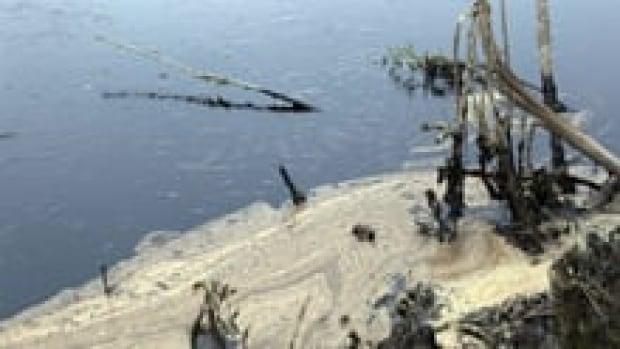 si-oil-spill-cp02776104