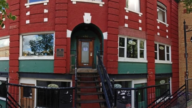 Lydia's Pub, a popular live music venue on Broadway Avenue, closed on Monday. Peter Mills/CBC
