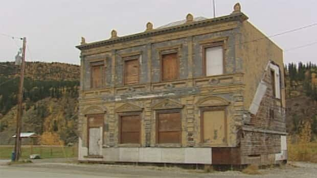 The town of Dawson City, Yukon, expects to begin restoration work on the exterior of the historic CIBC building in June.