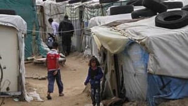 mi-syrian-kid-tent