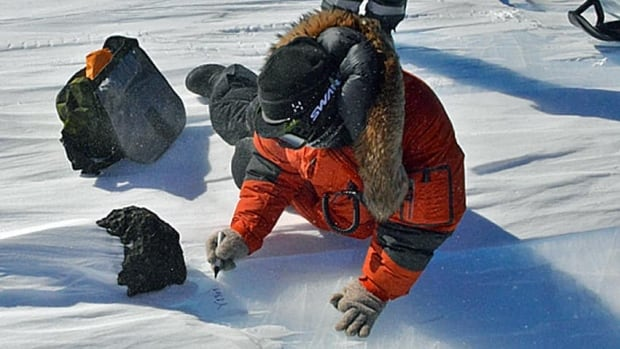 Scientists discovered an 18-kilogram meteorite in eastern Antarctica, the largest in the area since 1988. 425 meteorites were found during the 40-day expedition.