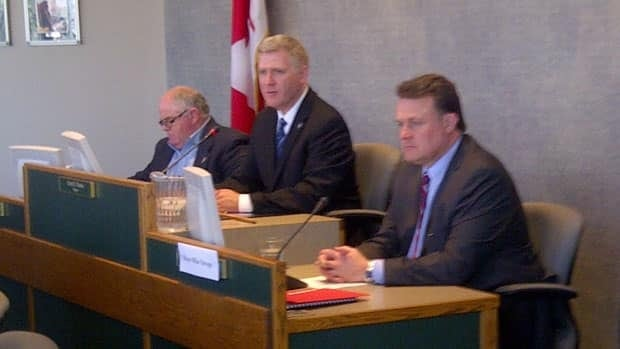 Halifax mayor Mike Savage sits in on a special meeting of the Cape Breton Regional Council.(Hal Higgins/CBC)