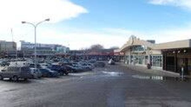 hi-stadium-shopping-centre-3col