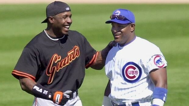 Former San Francisco Giants slugger Barry Bonds, left, and former Chicago Cubs slugger Sammy Sosa, shown here in 2002, are on the baseball Hall of Fame ballot for the first time this year.