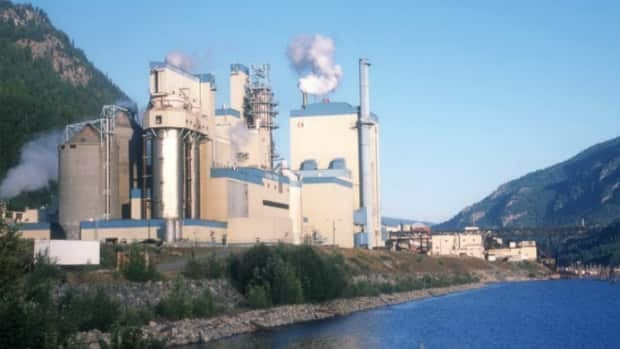 The Zellstoff Celgar pulp mill near Castlegar, B.C. has been fined $150,000 for spilling toxic effluent into the Columbia River in 2008.