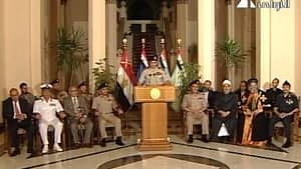 si-300-egypt-coup-announce-04679585
