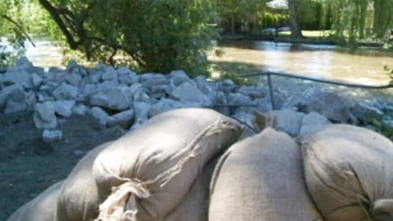 Flooding threatens Kelowna, wider Okanagan region   CBC News