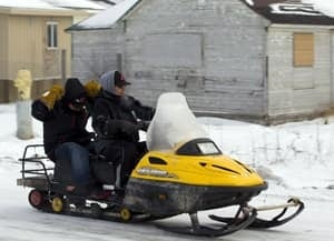 si-300-attawapiskat-snowmobile-01799418