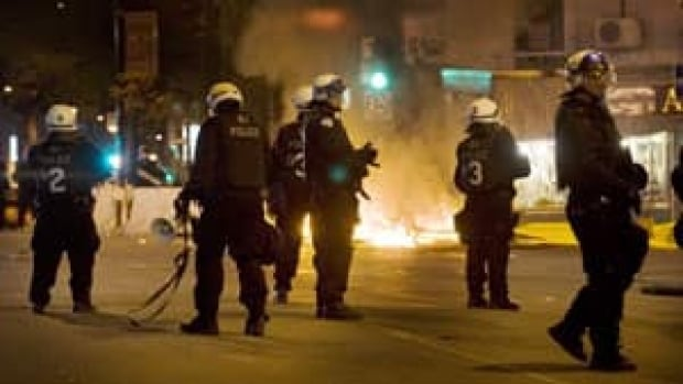 300-montreal-riot-police-cp