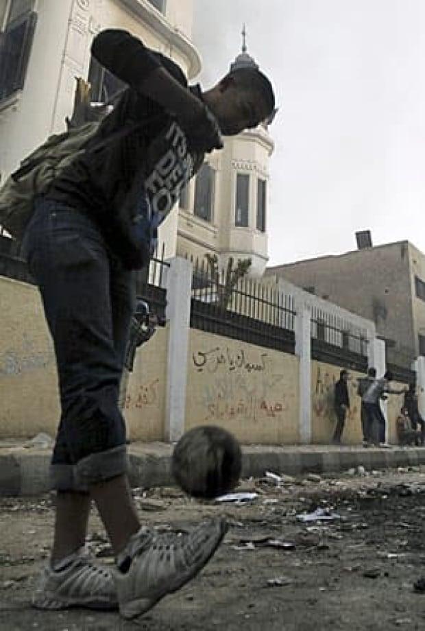 egypt-soccer-boy-300-rtr3d0