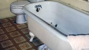 inside-bathtub-6878471