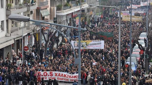 More than 10,000 people took to the streets of Thessaloniki on Saturday to protest against a planned gold mine operation by Canadian company Eldorado Gold Corp. Demonstrators say the mine in the peninsula of Chalkidiki will do irreparable damage to the environment.