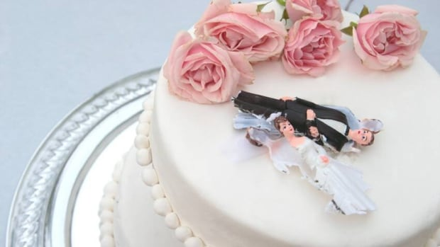 istock-ruined-wedding-cake-852
