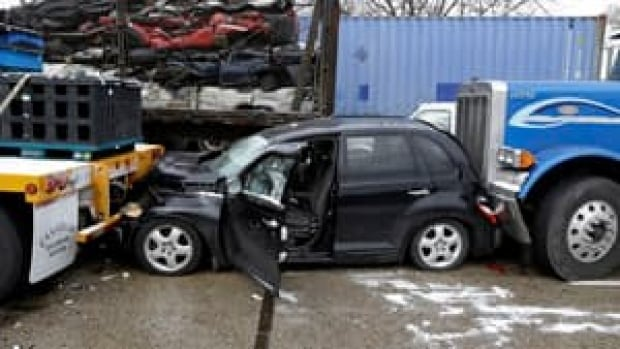 ii-detroit-crash-pt-cruiser