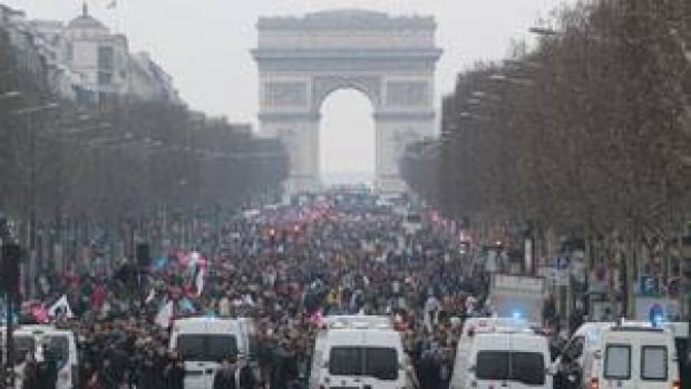 ii-france-protests-champs-same-sex
