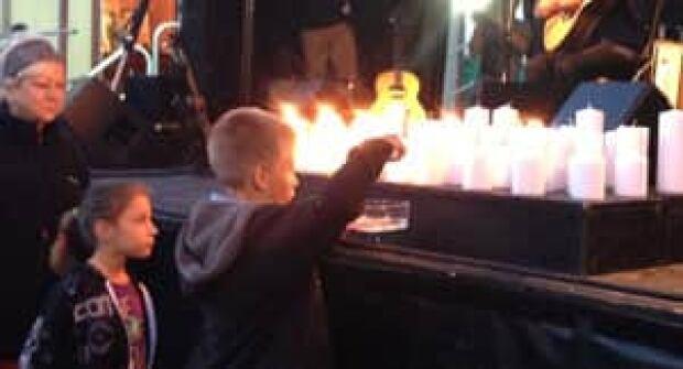 si-candle-vigil-musicafe