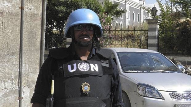 A member of the United Nations monitoring mission in Syria is seen in Khalidiya area in Homs on May 21, 2012.