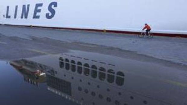 mi-greece-ferry-cp-rtr3e0oi