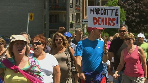 Hundreds of Mascouche residents demonstrated Sunday, calling for the mayor's resignation.