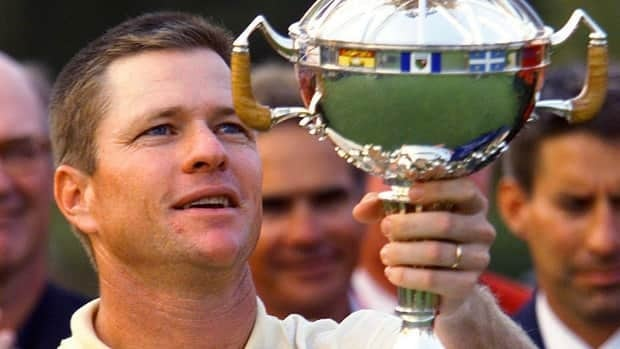Scott Verplank holds up his trophy after winning the Canadian Open at Royal Montreal Golf Club in 2001. The tournament will return there in 2014 after a 13-year absence.