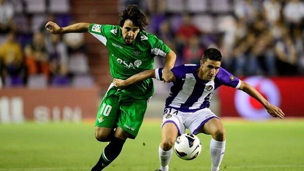 Benat Etxebarria of Real Betis, left, fights for the ball with Julian Omar of Valladolid on September 17, 2012 in Valladolid, Spain.